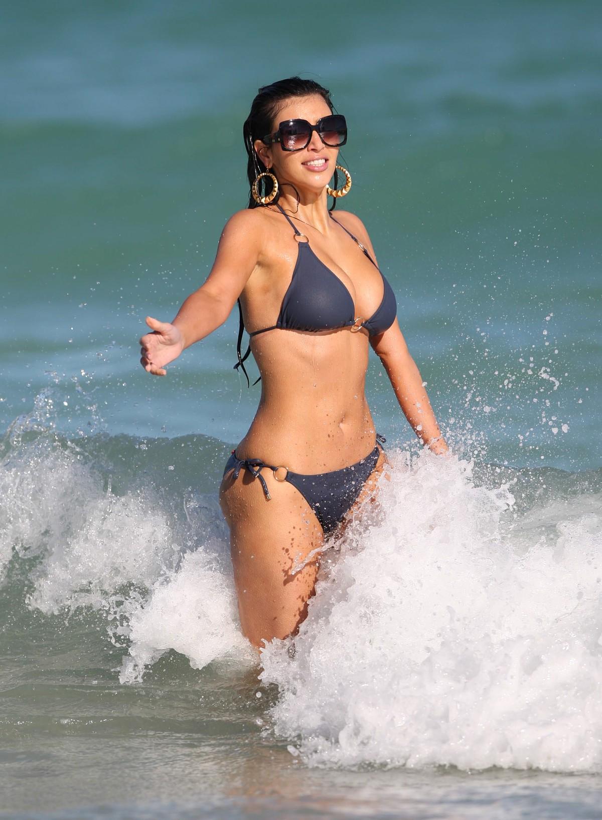 kim-kardashian-bikini-1-06.jpg